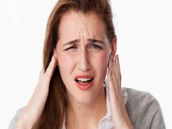 Ù tai trái là điềm báo gì