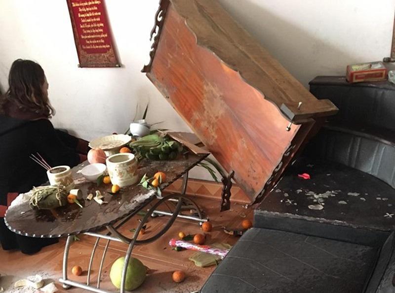 Điềm báo bàn thờ bị đổ