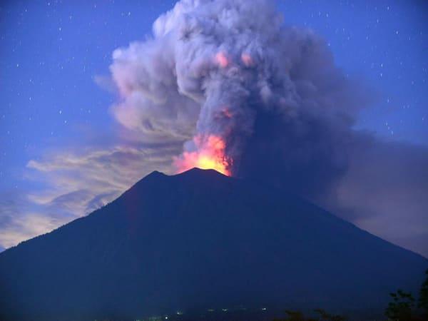 Mơ thấy rất nhiều ngọn núi lửa cùng phun trào đánh con gì?