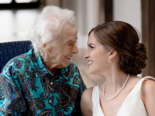 Mơ thấy bà ngoại điềm báo lành hay dữ?